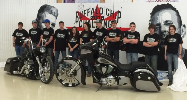 2015 Buffalo Chip Challenge students w bikes